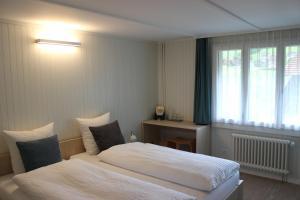 Кровать или кровати в номере Landgasthof Grossteil