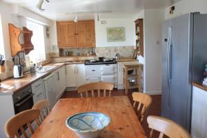 A kitchen or kitchenette at Church Hill Farm
