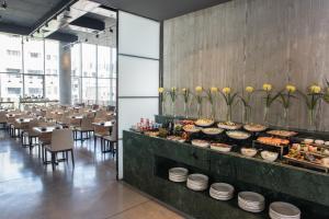 Een restaurant of ander eetgelegenheid bij Hotel Rothschild 22