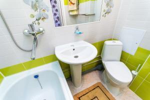 Ванная комната в Современная и уютная однокомнатная квартира
