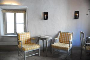 A seating area at Hotel Sven Vintappare
