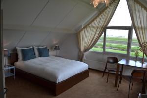 Een bed of bedden in een kamer bij Bed & Breakfast Giethoorn