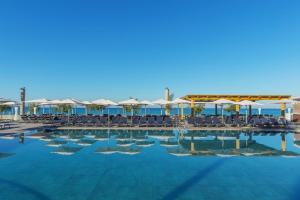 Het zwembad bij of vlak bij Aparthotel Fontanellas Playa