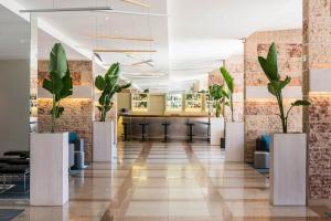 The lobby or reception area at Tryp Lisboa Caparica Mar