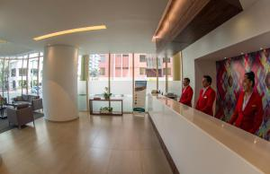 The lobby or reception area at Hotel Clarion Suites Guatemala
