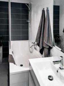 Ein Badezimmer in der Unterkunft Old Town Apartment U Staré školy