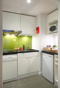 A kitchen or kitchenette at Citadines Holborn - Covent Garden London