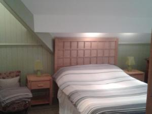 A bed or beds in a room at Oakfield Lodge Guest House Stockport
