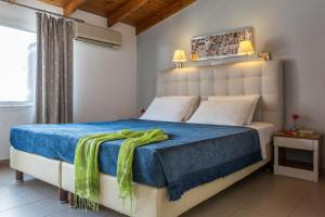 A bed or beds in a room at Hotel Akti