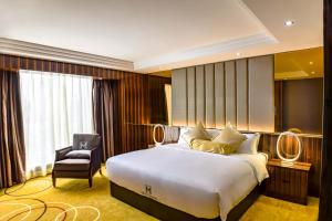 A bed or beds in a room at Moty Hotel