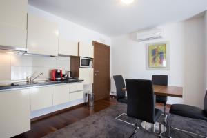 A kitchen or kitchenette at Residence Villa Karda