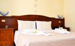 A bed or beds in a room at Hotel Grotticelli