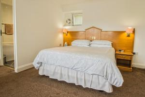A bed or beds in a room at Annexe at Gosfield Lake