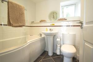 A bathroom at Annexe at Gosfield Lake