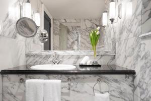 حمام في فندق ريجينسي كويت
