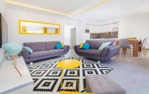 A seating area at Apartments Marivo