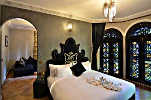 A bed or beds in a room at Palais Ommeyad Suites & Spa