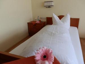 Ein Bett oder Betten in einem Zimmer der Unterkunft Landhotel Löwen