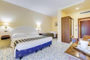 A bed or beds in a room at Best Western Hotel La Solara