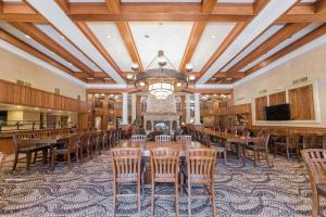 A restaurant or other place to eat at MCM Elegante Lodge & Resorts