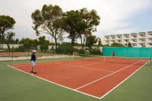 Tennis and/or squash facilities at El Mouradi Cap Mahdia or nearby