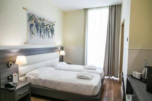 A bed or beds in a room at Hotel Aphrodite