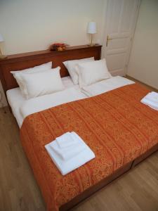 Ein Bett oder Betten in einem Zimmer der Unterkunft City Apartment