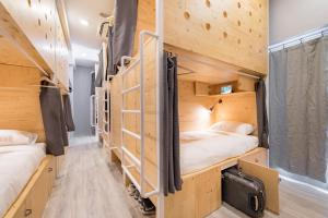 A bunk bed or bunk beds in a room at Norn Yaowarat Hotel