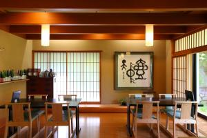 A restaurant or other place to eat at Nukumorino-yado Komanoyu