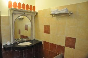 A bathroom at Sajjan Niwas