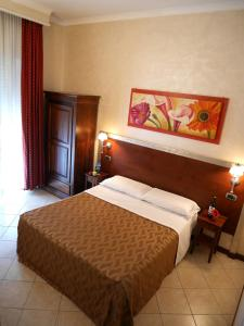 A bed or beds in a room at Hotel La Pace - Experience