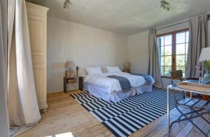 A bed or beds in a room at Finca Fuente Techada - Adults Only