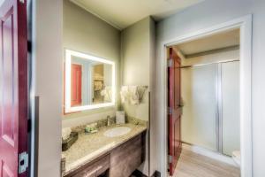A bathroom at Staybridge Suites - University Area OSU, an IHG Hotel