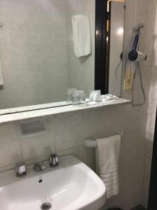 A bathroom at Hotel Centro Naval