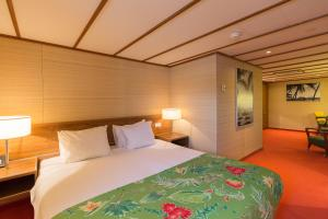 A bed or beds in a room at ss Rotterdam Hotel en Restaurants