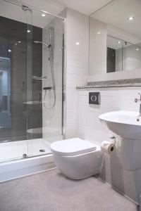 Un baño de Cityroomz Edinburgh
