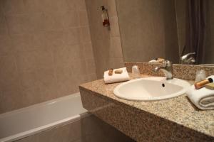 A bathroom at Le Concorde