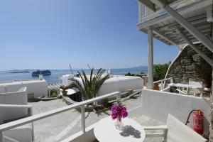 A balcony or terrace at Mykonos View Hotel