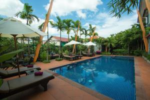 Der Swimmingpool an oder in der Nähe von Areca Angkor Boutique Villa
