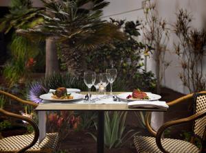 Een restaurant of ander eetgelegenheid bij H10 Ocean Dreams Hotel Boutique - Adults Only