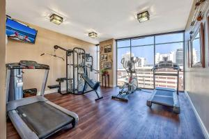The fitness center and/or fitness facilities at Plaza Resort Club Reno