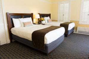 A bed or beds in a room at Majestic Inn and Spa