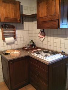 A kitchen or kitchenette at Casa Laura
