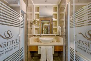 Kupatilo u objektu Sensitive Premium Resort & Spa