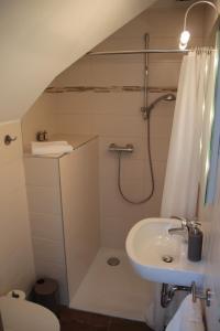 A bathroom at Gästezimmer Gier