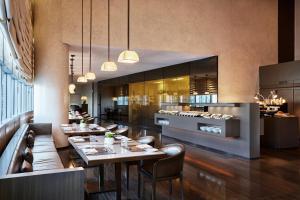 مطعم أو مكان آخر لتناول الطعام في فندق ارماني دبي