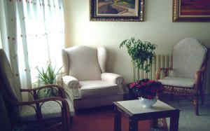 A seating area at Hostal Toscana