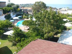 Vista sulla piscina di Hotel Savoia o su una piscina nei dintorni