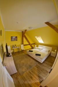 Postel nebo postele na pokoji v ubytování Apartments Oki Coffee