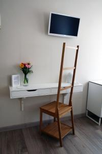 A television and/or entertainment center at B&B Lo Studio